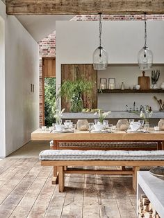 At Home With Chrissie Rucker, Founder of the White Company - Luxury Pool House Photos Interior Simple, Interior Design Kitchen, Room Interior, Kitchen Designs, Interior Ideas, Modern Rustic Decor, Rustic Design, Rustic Style, Rustic Chic