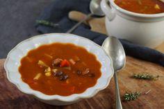 Fazolová polévka se zeleninou a klobásou – Snědeno.cz Chana Masala, Fish, Meat, Ethnic Recipes, Red Peppers, Pisces