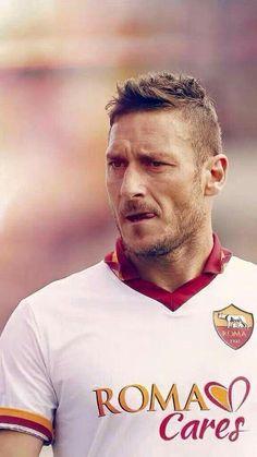 Roma, arriva la svolta di Totti: deciso il suo futuro Best Football Players, Football Is Life, Soccer Players, Football Soccer, As Roma, Totti Francesco, The Golden Boy, Legends Football, Football Wallpaper