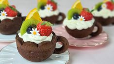 [Eng Sub] 과일 미니 타르트 만들기/쿠키컵 만들기/ How to make fruits mini tart / Chocolate  Cookie cup recipe /초코 쿠키 - YouTube Chocolate Cookie Recipes, Cookie Desserts, Chocolate Cookies, Just Desserts, Mini Cheesecake, Food Garnishes, Dessert Cups, Cookie Cups, Asian Desserts