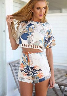 Stylish Round Neck Half Sleeve Printed Blouse + High-Waisted Shorts Twinset For Women Crop Top Y Shorts, Blusas Crop Top, Crop Tops, Print Shorts, Loose Shorts, White Shorts, Winter Hipster, Boho, Jugend Mode Outfits