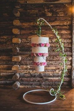 Upside Down Wedding Cakes { Hanging Chandelier Cake + Suspended Wedding Cake } - Wedding Style - Details Nontraditional Wedding, Unique Wedding Cakes, Unique Weddings, Unique Cakes, Indian Weddings, Pretty Cakes, Beautiful Cakes, Suspended Wedding Cake, Chandelier Cake