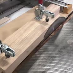 Woodworking Tutorials, Woodworking Techniques, Woodworking Jigs, Carpentry, Wood Tools, Diy Tools, Power Carving Tools, Power Tools, Wood Edging
