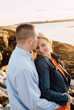 Sea side engagement photos at golden hour www.themainetinker.com