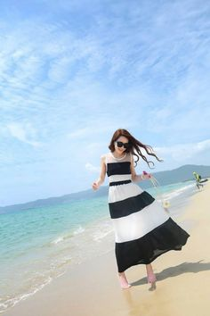 Maxi sọc đen trắng dạo biển