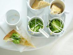 Pita-Ecken mit Erbsen-Dip und knackigen Sprossen: Knoblauch gibt dem Snack sein würziges Aroma und versorgen die körpereigene Abwehr mit Munition.