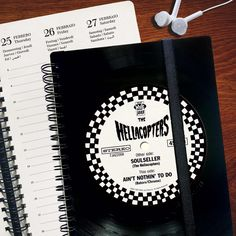 Notizbücher, Kalender, Gästebücher und personalisierte Fotoalben aus recycelten Schallplatten #phonoboy #recycledvinyl #Upcycling #UpcyclingDesign #UpcyclingLove #UpcyclingIdea #upcyclingvinyl #vinylcrafts #upcycledvinyl #UpcyclingIdeen #UpcyclingDeluxe #musikergeschenke #NotizbuchLiebe #notizbuchjunkie Kalender2021 #Kalender #Planer #KalenderLiebe #PlanerLiebe #Taschenkalender #Tagebuch #PlanerLiebe #GeschenkefürMänner #GeschenkefürFrauen #UpcyclingIdeen #UpcyclingIdee #UpcyclingRocks #Sch