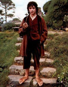 Frodo Baggins - Hobbit costume reference - brown vest, brown jacket, brown (velvet?) short pants, pipe, collarless white shirt
