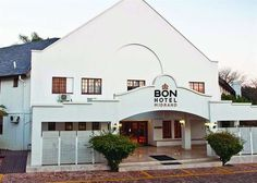 BON Hotel Midrand - BON Hotel Midrand is set amidst the trees in a secure office park, in the heart of Midrand. This is an urban oasis and is an ideal space for the corporate and leisure travellers to love the tranquil setting ... #weekendgetaways #johannesburg #southafrica