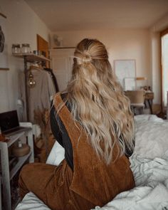 23 Long Ombre Hair Ideas Blowing Up in 2019 - Style My Hairs Messy Hairstyles, Pretty Hairstyles, Style Hairstyle, Hair Inspo, Hair Inspiration, Blonde Wavy Hair, Dream Hair, Bad Hair, Hair Looks