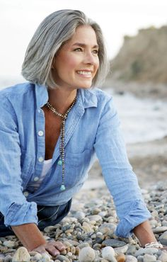 Idea by Autumn Rose on Beauty - Hair Styles Grey Hair Styles For Women, Medium Hair Styles, Natural Hair Styles, Short Hair Styles, Silver Haired Beauties, Grey Hair Inspiration, Transition To Gray Hair, Short Grey Hair, Colored Curly Hair