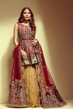 Pin by shahana afgan on pakistani dresses мода, аксессуары в яндекс. Pakistani Mehndi Dress, Bridal Mehndi Dresses, Pakistani Wedding Outfits, Pakistani Couture, Pakistani Dress Design, Pakistani Dresses, Indian Dresses, Indian Outfits, Pakistani Sharara