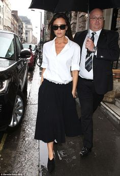 Not too posh to tend the shop: Victoria Beckham proves she's a hands-on business woman as she makes second visit to her store in Mayfair Girls Vanity, The Beckham Family, Jessica Alba Style, Victoria Beckham Style, Celebs, Celebrities, White Shirts, Fashion Advice, Her Style