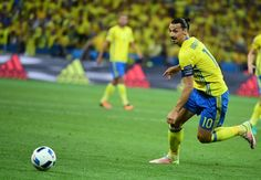 Sweden's forward Zlatan Ibrahimovic goes for the ball during the Euro 2016 group E football match between Sweden and Belgium at the Allianz Riviera stadium in Nice on June 22, 2016. / AFP / EMMANUEL DUNAND