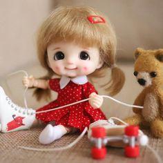 Cute Little Baby, Little Babies, Little Girls, Doll Wigs, Blythe Dolls, Little Girl Illustrations, Winnie The Pooh Nursery, Cute Kids Pics, Cute Baby Dolls