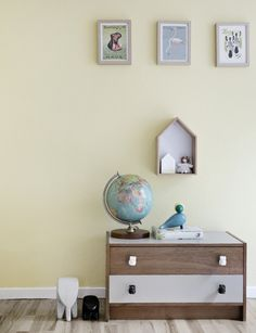 Dayroom Yellow from Farrow & Ball in a vintage kidsroom Farrow And Ball Bedroom, Farrow And Ball Paint, Farrow Ball, Yellow Walls, Kids Decor, Home Decor, Spare Room, Interior Walls, Bedroom Colors