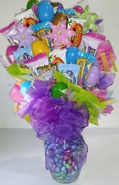 Free Giveaway: Easter Egg Candy Bouquet Enter Here: www. Easter Egg Candy, Easter Gift, Easter Crafts, Holiday Crafts, Candy Arrangements, Candy Centerpieces, Wedding Centerpieces, Candy Bar Bouquet, Candy Gift Baskets