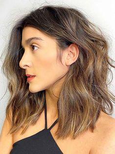 Adorable Medium Textured Waves Haircuts for Women in 2020 Medium Haircuts, Medium Hairstyles, Medium Hair Styles For Women, Long Hair Styles, Waves Haircut, Medium Cut, Beauty Makeup Tips, Shoulder Length Hair, Cut And Style