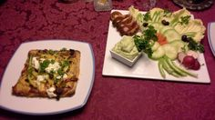 Gluten free goat's cheese pizza with raw salad & guacamole dip Goat Cheese Pizza, Guacamole Dip, Dips, Tacos, Gluten Free, Salad, Tea, Antiques, Ethnic Recipes