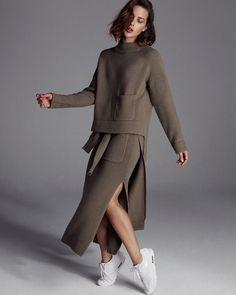 Joseph Khaki knitwear and white sneakers - HarperandHarley Sport Mode, Turtleneck Outfit, London Brands, Winter Mode, Winter Dresses, Dress Winter, High Collar, Minimal Fashion, Mode Inspiration