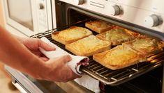 Πώς να καθαρίσουμε και να γυαλίσουμε τις σχάρες του φούρνου χωρίς κόπο με τη βοήθεια της σακούλας!