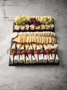 A favourite all year round Serves people Platter Includes: Tasty Cheese Dutch Smoked Cheese Dutch Edam Cheese Apricot & Almond Fruit Cheese Brie Cheese Pl Snacks Für Party, Appetizers For Party, Appetizer Recipes, Party Salads, Nibbles For Party, Thanksgiving Appetizers, Christmas Appetizers, Fruit Snacks, Luau Party