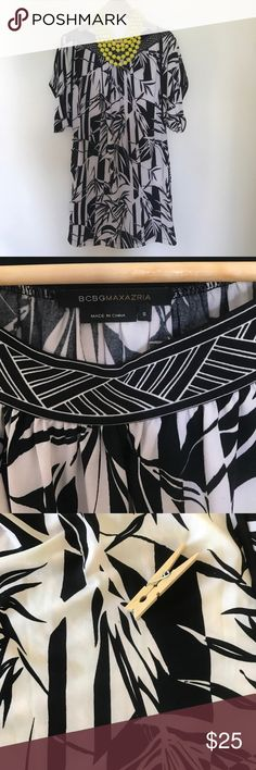 """BCBG Tunic Dress sz S Tropical Print BCBG Tunic Dress with boatneck size Small. Black & White tropical print. Perfect for summer! Polyester & Spandex material. 19"""" across 33"""" long. Measures a bigger small (6 8 10) One small flaw shown in pic. 🖤 EUC Bundle & Save when you 👛 buy 2 or more items from my closet! 🖤 BCBG Dresses"""