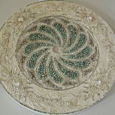 Mandala Lyon Pedras naturais: cristais e amazonitas. Borda trabalhada com resina exclusiva e cristais. 80 cm de diametro. CT