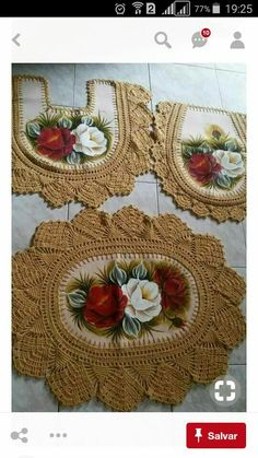 This Pin was discovered by Bet Crochet Quilt, Crochet Home, Crochet Stitches, Crochet Patterns, Red Bedspread, Diy And Crafts, Arts And Crafts, Towel Crafts, Crochet Decoration