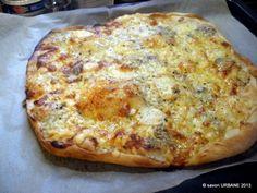 Flammkuchen este o placinta simpla pe un aluat dospit, de paine. Baking Bad, Swiss Cheese, Quiche, Urban, Recipes, Food, Pizza, Alsace, Pie