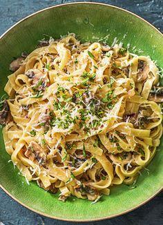 Creamy Lemon Tagliatelle with Mushrooms, Garlic, and Tarragon | More vegetarian pasta recipes on hellofresh.com