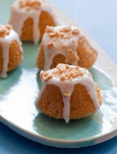 Cinnamon Toast Crunch Coffee Cake Bites via spoon fork bacon