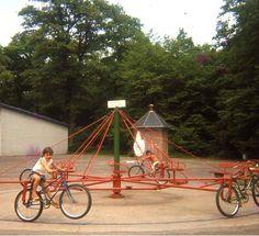 Luxembourg Bike Carousel, 1969. Idea per gioco per bambini sulla sensibilizzazione al green e alla sostenibilità attraverso il ciclismo