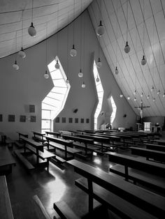 Oscar Niemeyer, Gonzalo Viramonte · Military Queen of Peace Cathedral