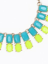 NECKLACE IS 18 INCHES LONG. NECKLACE AND EARRINGS SET.  FREE US SHIPPING