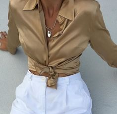 Vintage gold silk button up blouse. Chic Outfits, Fashion Outfits, Fashion Tips, Fashion Trends, Fashion 2017, Fashion Clothes, Look Fashion, High Fashion, Fashion Women