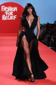 Do the Naomi Campbell walk, Naomi Campbell walk. Walk across the room like Naomi Campbell!