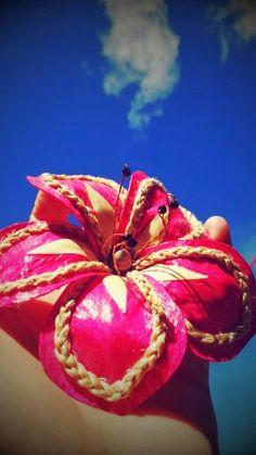 Beautiful,  vibrant pink hair accessory.  Made out of tongan tapa.