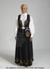 Nedre Buskerudbunad til dame - BunadRosen AS Norwegian Clothing, European Clothing, Folk Costume, Costumes, Ethnic Fashion, Womens Fashion, Hair And Beard Styles, Traditional Dresses, My Outfit