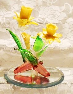 Hey, I found this really awesome Etsy listing at https://www.etsy.com/listing/267169486/blown-glass-and-porcelain-daffodil