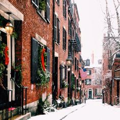 Christmas time on acorn street in Boston ma The Places Youll Go, Places To See, Beacon Hill Boston, Boston Winter, Boston Apartment, Winter Christmas, Christmas Time, Christmas Goodies, Christmas Aesthetic