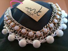 Collar detalles blancos y cadena de Nanuk Accessoris.   https://www.facebook.com/nanukaccessoris