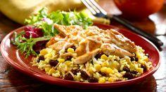 ¿Estás buscando hacer una receta rápida y económica? Un Pollo con Queso Monterrey ¡deleitará a tu familia!. Prepara un Knorr® Rice Sides™ de acuerdo a las instrucciones del paquete y luego agrégale los elotes, los frijoles y los chiles.  Chicken recipes + Pollo + receta de pollo con arroz y queso +  Vive mejor + Cheap recipes