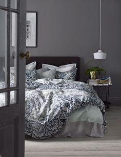 Kuumimmat sisustustrendit löytyvät Isosta-Britanniasta. Lontoo-henkisessä kodissa klassinen tyyli yhdistyy kauden uutuuksiin ja persoonallisiin detaljeihin. . Istuvuus, laadukkaat materiaalit ja mukavuus ovat PREMIUM QUALITY -konseptin kolme perusominaisuutta. . Chesterfield-sohvan sirompi pikkus... Ikea Bedroom, Home Bedroom, Bedroom Decor, Bedrooms, Interior Decorating, Interior Design, Interior And Exterior, New Homes, Furniture