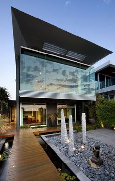 The Esplanade House, a #residence with seriously elegant #modern facade, gorgeous landscaping around the #house and cozy contemporary interiors. Gorgeous Modern Facade by Finnis Architects
