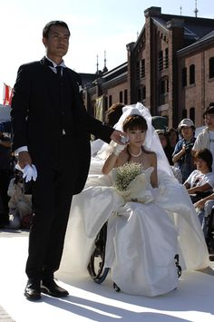 Stunning wheelchair wedding dress. >>> See it. Believe it. Do it. Watch thousands of SCI videos at SPINALpedia.com