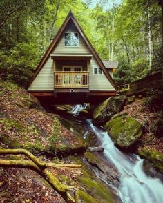 [Building] a frame cabin built over a creek Tiny House Cabin, Tiny House Living, Tiny House Design, Cabin Homes, Living Room, Small Log Cabin, Tree House Designs, Cozy Cabin, Tiny Homes