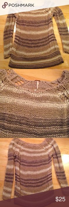 Free people woven knit sweater Worn a couple of times. Will fit small and medium Free People Sweaters Crew & Scoop Necks