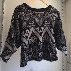 Free People sweater top Like new Free People sweater. Worn once. Super comfy. About 19 inches long. Free People Sweaters Crew & Scoop Necks