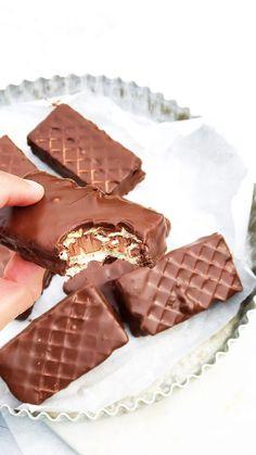 Hemgjord Kexchoklad Best Dessert Recipes, Candy Recipes, Gluten Free Desserts, Fun Desserts, Pastry Recipes, Baking Recipes, Chocolate Toffee, Sandwich Cake, Swedish Recipes